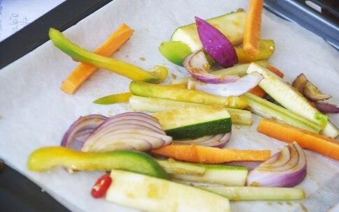 Preparazione Insalata con verdure e tonno al miele e soia in barattolo - Fase 2