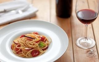Spaghetti con pomodori infornati e pesche...