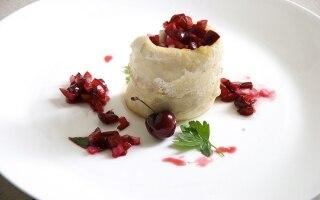 Persico africano con salsa fredda di ciliegie