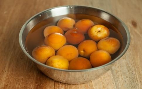 Preparazione Sbriciolata semi e noci con purea di albicocca - Fase 1
