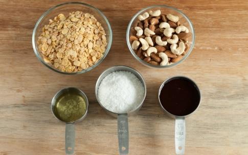 Preparazione Sbriciolata semi e noci con purea di albicocca - Fase 2