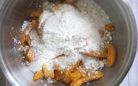 Preparazione Torta di albicocche con crumble al cocco - Fase 2