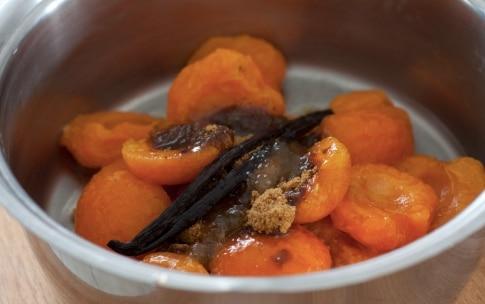 Preparazione Zuppa fredda di albicocche, robiola di Roccaverano e crumble ai pistacchi - Fase 3
