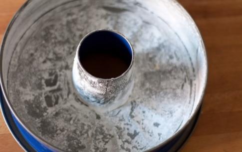 Preparazione Ciambellone allo yogurt - Fase 2