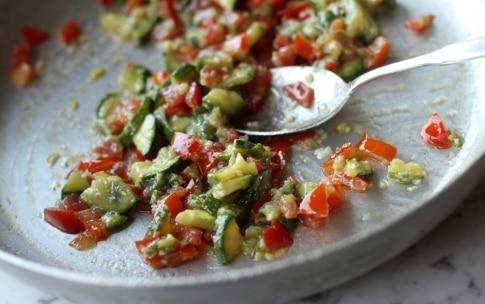 Preparazione Gnocchi di ricotta al sugo di zucchine e pomodori - Fase 2