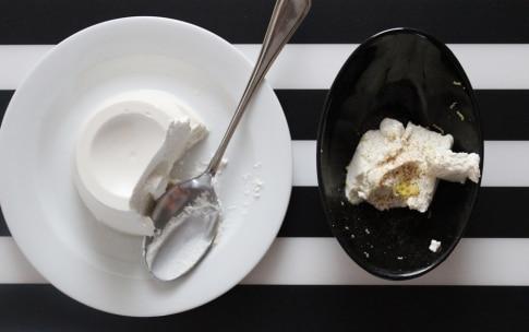 Preparazione Cetrioli con ricotta al limone e peperone rosso - Fase 2