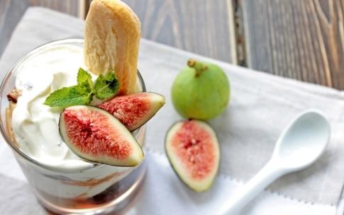 Preparazione Fichi con yogurt greco, mascarpone e savoiardi morbidi - Fase 2