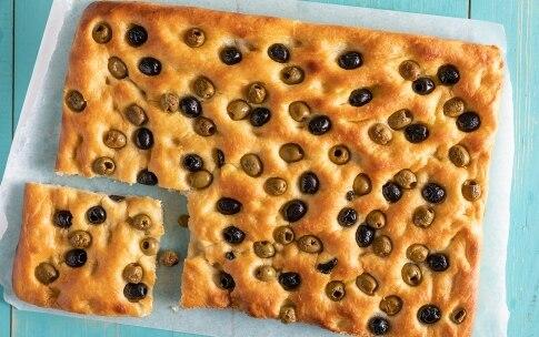 Preparazione Focaccia alle olive - Fase 3