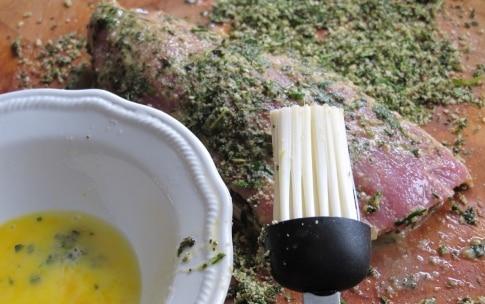 Preparazione Maiale in crosta d'erbe con salsa al miele e peperoncino - Fase 4