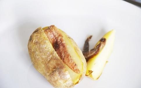 Preparazione Patate ripiene di acciughe, panna acida e tartufo - Fase 2