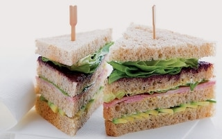 Sandwich al prosciutto cotto, avocado e...