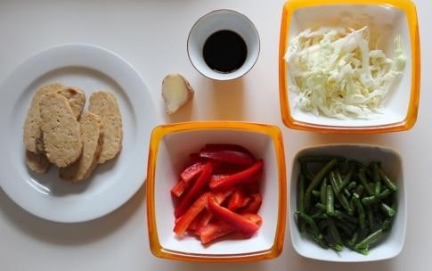 Preparazione Tempeh saltato con verdure, zenzero e salsa di soia - Fase 1