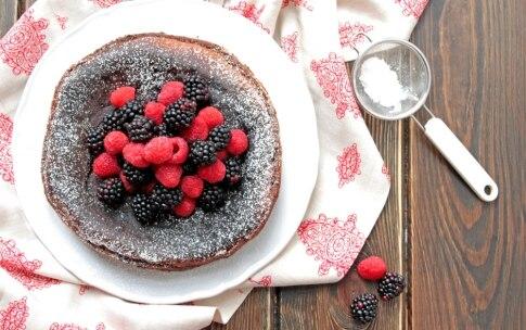 Preparazione Torta al cioccolato fondente e frutti di bosco - Fase 4