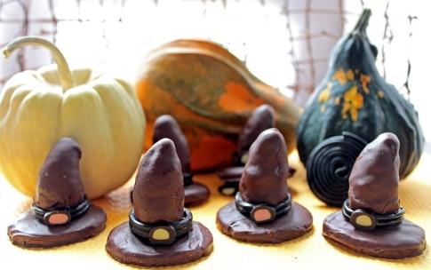 Preparazione Cappelli della strega di Halloween - Fase 3