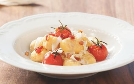 Gnocchi di patate con pomodori freschi, speck e Formaggio Stelvio