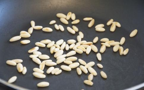 Preparazione Zuppa di farro, porcini e pinoli nel barattolo - Fase 2