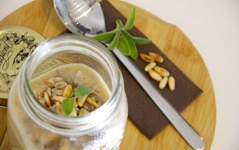 Preparazione Zuppa di farro, porcini e pinoli nel barattolo - Fase 3