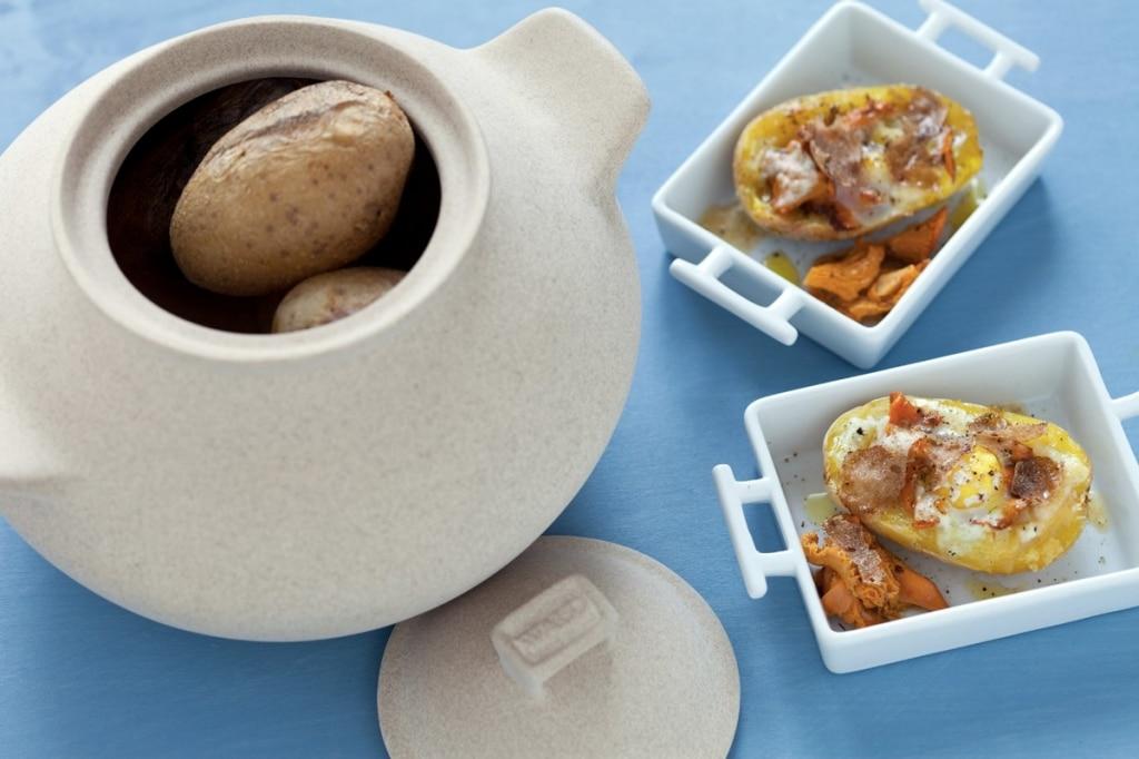 Uovo in cocotte di patate con finferli, parmigiano reggiano e tartufo bianco