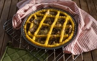 Crostata di polenta con porri e champignon