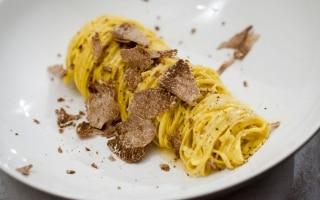 Tajarin al burro di cacao e tartufo