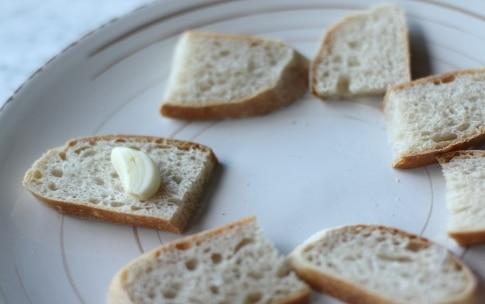 Preparazione Crostini con calamaretti all'uvetta - Fase 2