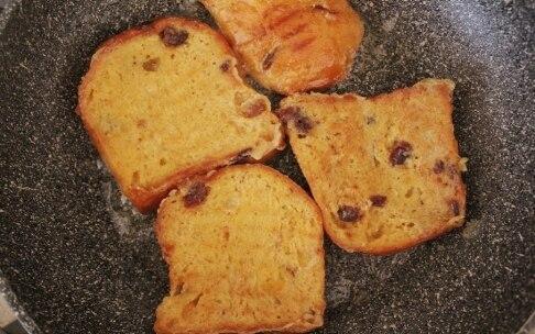 Preparazione French toast di panettone - Fase 2