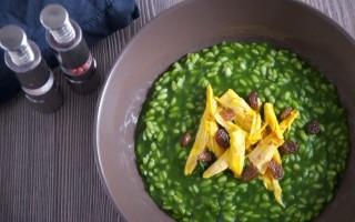 Risotto con spinaci, gallina e uvetta