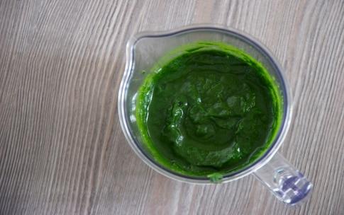 Preparazione Risotto con spinaci, gallina e uvetta - Fase 2