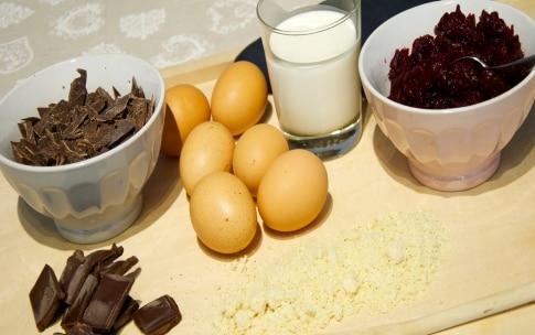 Preparazione Torta al cioccolato e barbabietola - Fase 1