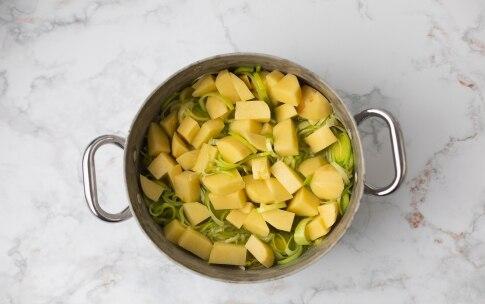 Preparazione Zuppa di porri e patate al gratin con finocchietto - Fase 1