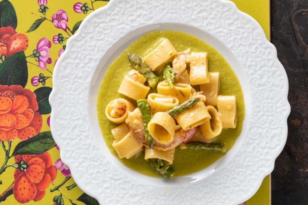 Calamarata con gamberi al passito e asparagi