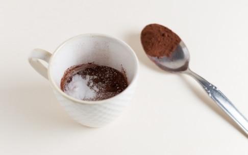Preparazione Mug cake al cacao e cocco senza glutine - Fase 1