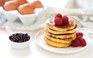 Pancake al latte condensato con gocce di...
