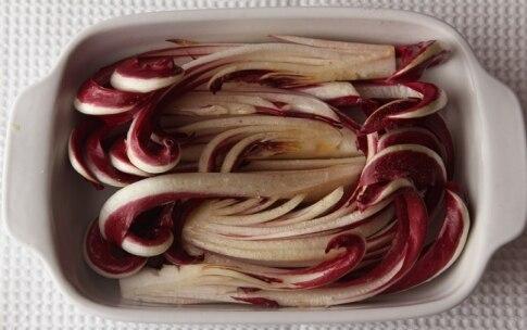 Preparazione Radicchio al forno con briciole croccanti e noci - Fase 2