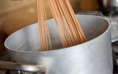 Preparazione Spaghetti di farro con patate e zucchine - Fase 3