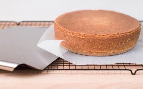 Preparazione Torta alla crema di cioccolato bianco e fragoline - Fase 3