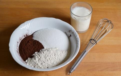 Preparazione Torta alla vaniglia con fragole e cioccolato - Fase 1