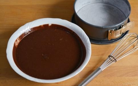Preparazione Torta alla vaniglia con fragole e cioccolato - Fase 2