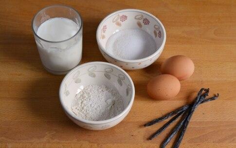 Preparazione Torta alla vaniglia con fragole e cioccolato - Fase 3