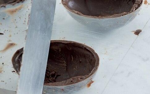 Preparazione Uova di Pasqua di cioccolato - Fase 3