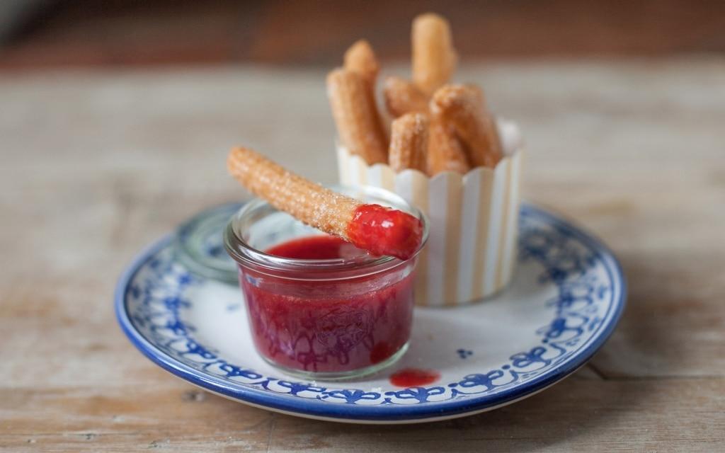Churros con salsa di fragole