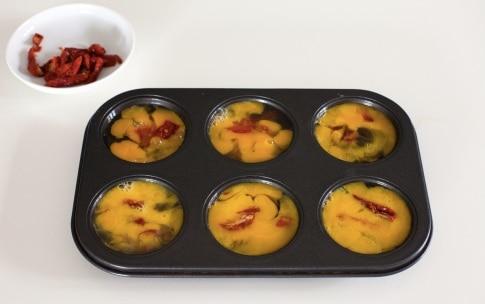 Preparazione Frittatine ai pomodori secchi, pecorino e timo - Fase 4