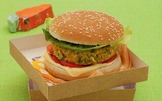 Hamburger vegetariano nel panino al sesamo