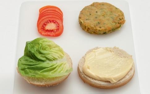 Preparazione Hamburger vegetariano nel panino al sesamo - Fase 3