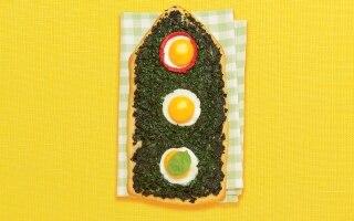 Pizza semaforo con spinaci e uova