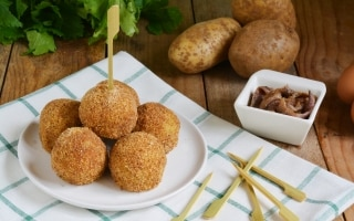 Polpette di sedano e patate all'acciuga