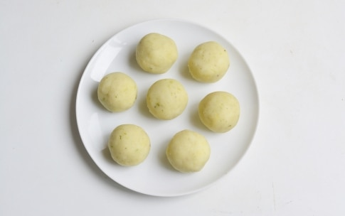 Preparazione Polpette di sedano e patate all'acciuga - Fase 3