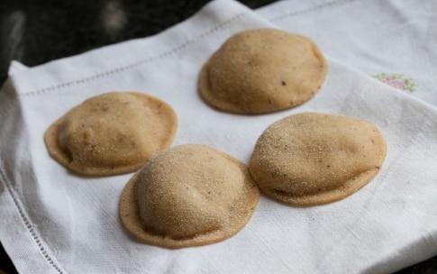 Preparazione Ravioli di grano saraceno con melanzane e burro alla menta - Fase 8