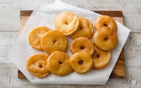 Preparazione Frittelle di mele facili e veloci - Fase 3
