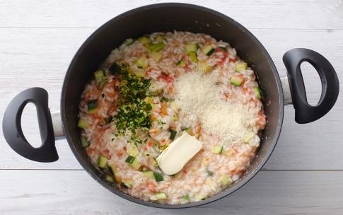 Preparazione Risotto con zucchine, fiori di zucca e pomodoro - Fase 4